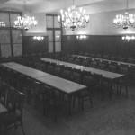 ...ein leerer Saal...